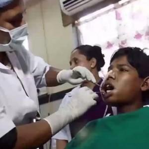 歯牙腫でインドの少年が232本の歯を摘出 歯科医「珍しい。世界記録だ」