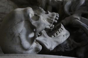 小臼歯の歯茎腫れてるから歯医者いったら凄いこと言われた