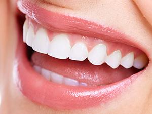 銀歯があるんだけど育ち悪く見えるかな?